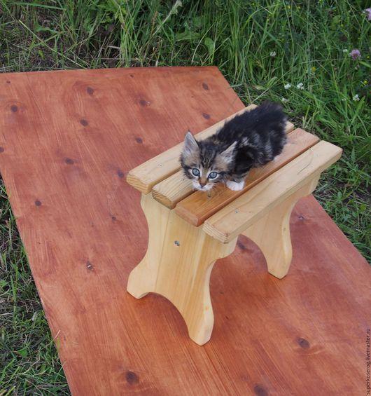 Мебель ручной работы. Ярмарка Мастеров - ручная работа. Купить Скамеечка с решетчатым сиденьем и цельными ножками. Handmade.