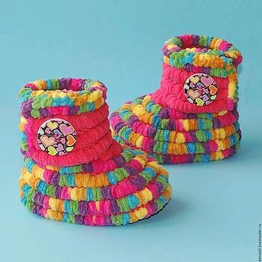 Обувь ручной работы. Ярмарка Мастеров - ручная работа Вязаная обувь Пинетки сапожки плюшевые, детская обувь, цвет. Handmade.