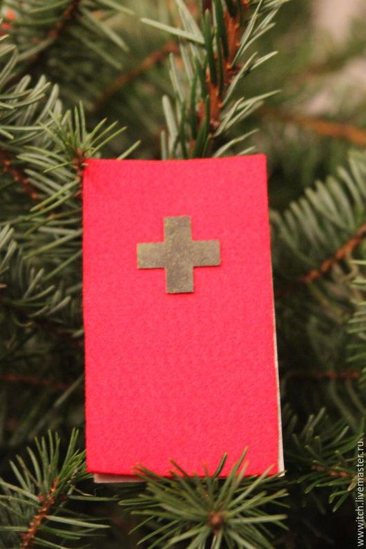 Сувенирный крест-значок из кровли Домского собора, перекрытой в 17 веке