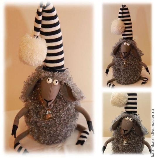 Куклы и игрушки ручной работы. Ярмарка Мастеров - ручная работа. Купить Авторская овечка в колпаке. Handmade. Серый, подарок девушке