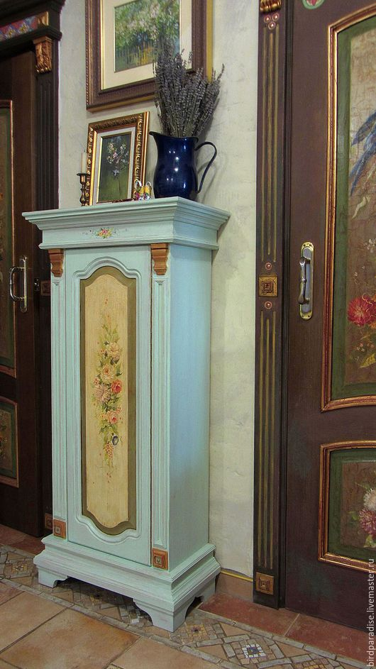 Комод с росписью. Мебель из дерева. Мебель под старину.