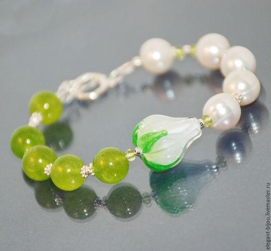 зеленый браслет; браслет с лэмпворк; белый браслет; салатовый браслет; браслет с жемчугом; браслет для любимой; браслет с перидотом; подарок на новый год; подарок на день рождения; подарок жене