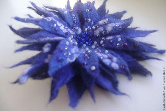 http://www.livemaster.ru/ekat-nickolaewa. Оригинальный подарок. Подарок девушке.Брошь ручной работы. Украшение. Синий цвет. Эксклюзивное украшение.