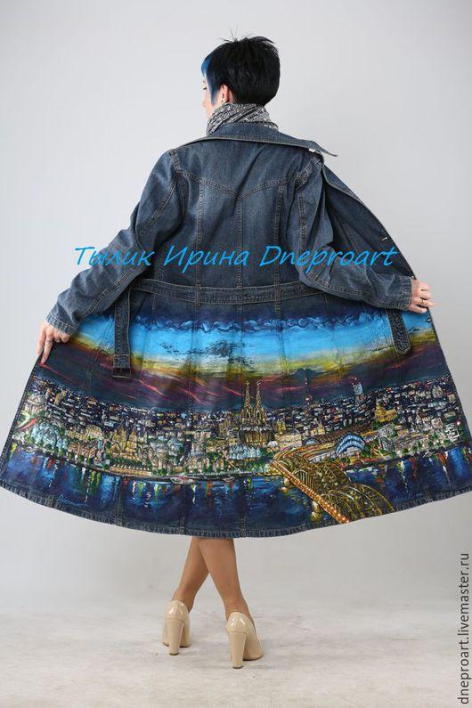 """Верхняя одежда ручной работы. Ярмарка Мастеров - ручная работа. Купить Джинсовое пальто с ручной росписью""""Город на реке,закат"""". Handmade."""
