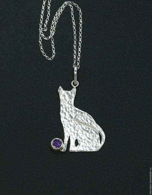Серебряный кулон с аметистом , кулон кошка серебро , кулон в виде кошки серебро купить , подарок девушке , подарок на новый год , подарок на день рождения .