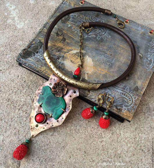 Колье, бусы ручной работы. Ярмарка Мастеров - ручная работа. Купить Маковый Этюд колье металлическое с малахитом и кораллом. Handmade.
