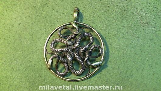 """Кулоны, подвески ручной работы. Ярмарка Мастеров - ручная работа. Купить Кулон-оберег """"Змеевник"""". Handmade. Змеи, защитный символ"""
