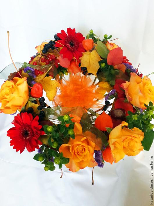 Букеты ручной работы. Ярмарка Мастеров - ручная работа. Купить Осенний букет с подарком. Handmade. Рыжий, подарок, оранжевый, калина