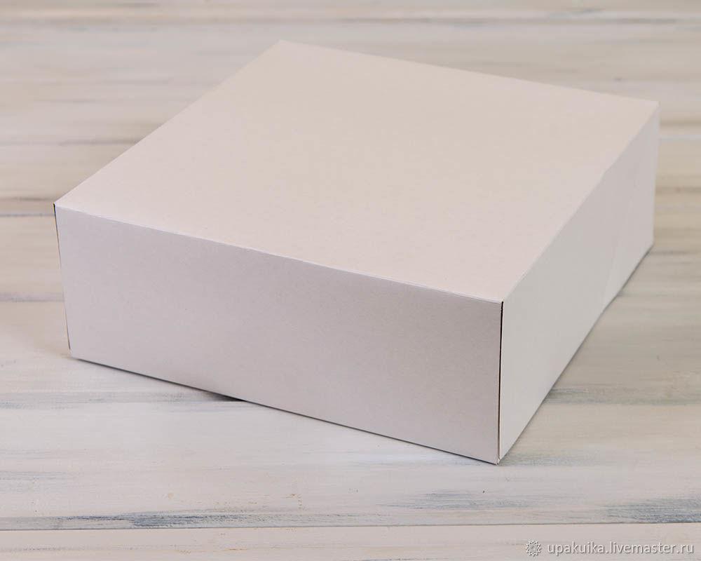 Коробка для торта 32,5х32,5х12 из белого картона. (Арт. 0106015) Размер: 32,5х32,5х12 Материал: мелованный картон.