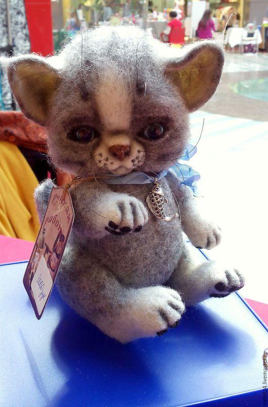 Игрушки животные, ручной работы. Ярмарка Мастеров - ручная работа. Купить Игрушка войлочная котенок Бориска. Handmade. Серый