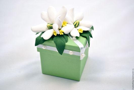 Подарочная упаковка ручной работы. Ярмарка Мастеров - ручная работа. Купить Подарочная коробочка с цветком тиаре из полимерной глины. Handmade.