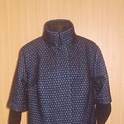 Утепленное пальто с трикотажными рукавами