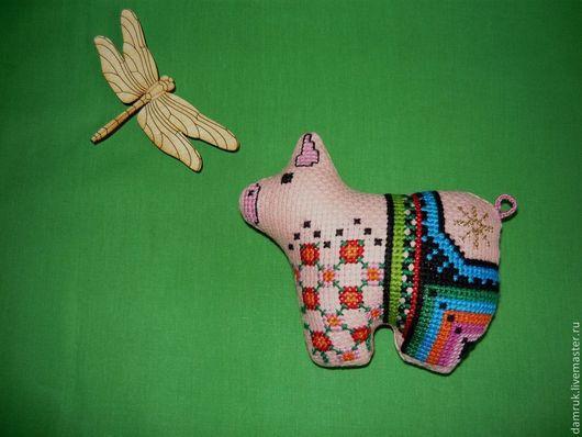 Игрушки животные, ручной работы. Ярмарка Мастеров - ручная работа. Купить Волшебная свинка. Ручная вышивка.. Handmade. Розовый, подвеска