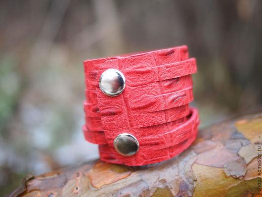 Женские сумки ручной работы. Ярмарка Мастеров - ручная работа. Купить Припылённо-Красный Кожаный браслет  (RED_Indi_Cuff_Croc)). Handmade.