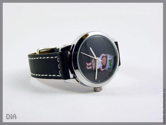 Часы. Наручные Часы. Оригинальные Дизайнерские Часы Мальчик С Горшком. Студия Дизайнерских Часов DIA.