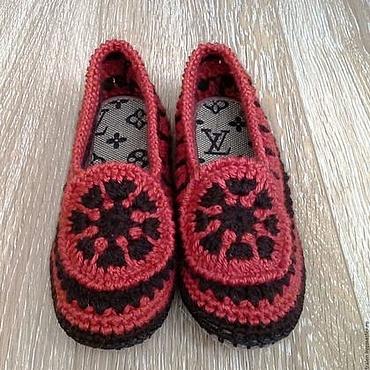 Обувь ручной работы. Ярмарка Мастеров - ручная работа Домашние тапочки вязаные крючком  Рыжики. Handmade.