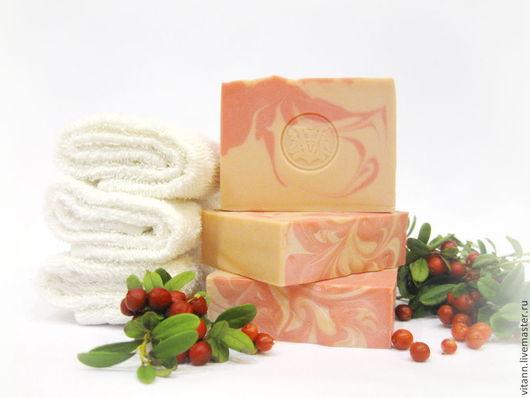 """Мыло ручной работы. Ярмарка Мастеров - ручная работа. Купить """"Клюковка"""" натуральное мыло. Handmade. Мыло с нуля, клюквенный, подарок"""