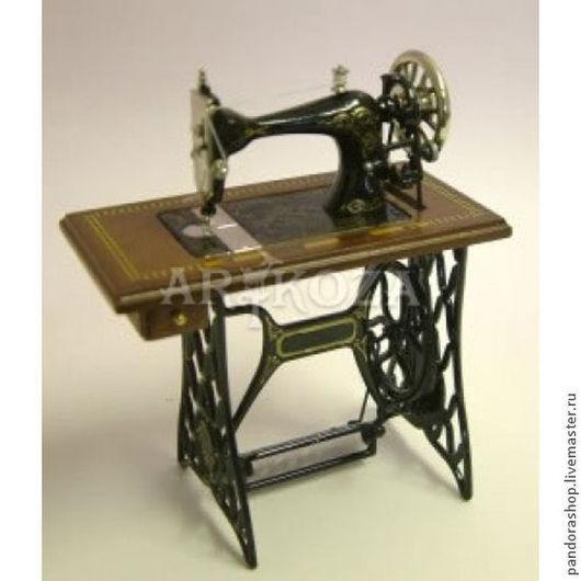 Куклы и игрушки ручной работы. Ярмарка Мастеров - ручная работа. Купить Швейные машинки для кукол. Коллекционная миниатюра 1:12 от Heidi Ott. Handmade.