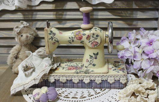"""Персональные подарки ручной работы. Ярмарка Мастеров - ручная работа. Купить Швейная машинка """" Иголочка - да - ниточка """". Handmade."""