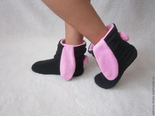 НЕ использую синтепон и прочие синтетические утеплители. Использование ватина (натуральная шерсть) для утепления подошвы соответствует гигиеническим нормам. Ножки в этих сапожках не потеют.