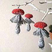Елочные игрушки ручной работы. Ярмарка Мастеров - ручная работа Мухоморы из ткани, елочная игрушка красный гриб из ткани. Handmade.