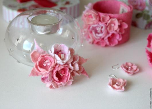 Шерстяная брошка-цветок в оттенках розового ручной работы. Ярмарка мастеров - ручная работа. Handmade. Нежно-розовый, розовый, нежный войлочная брошка, купить.