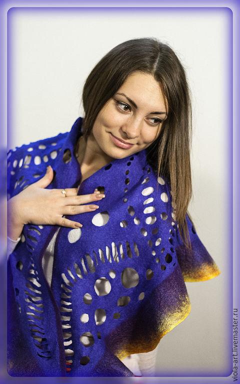 Шаль-бактус Турмалин, фотограф - Илья Богомолов, модель - Анастасия Абрамова.