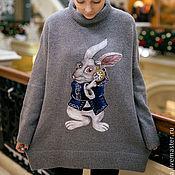 Одежда ручной работы. Ярмарка Мастеров - ручная работа Алиса в стране чудес.Свитер с белым кроликом. Валяный кролик.. Handmade.