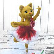 Куклы и игрушки ручной работы. Ярмарка Мастеров - ручная работа Кошка балерина. Интерьерная игрушка. Статуэтка из шерсти. Handmade.