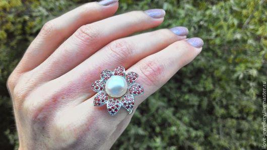 """Кольца ручной работы. Ярмарка Мастеров - ручная работа. Купить """"Маттео"""" - чудесное кольцо с гранатами и нежно-кремовой жемчужиной. Handmade."""