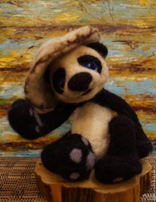 Игрушки животные, ручной работы. Ярмарка Мастеров - ручная работа. Купить Валяная игрушка. Панда в шляпе. Сухое валяние из шерсти.. Handmade.