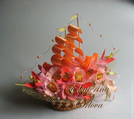 """Кулинарные сувениры ручной работы. Ярмарка Мастеров - ручная работа. Купить Корабль """"Коралл"""" (композиция из конфет). Handmade. Коралловый, букет"""