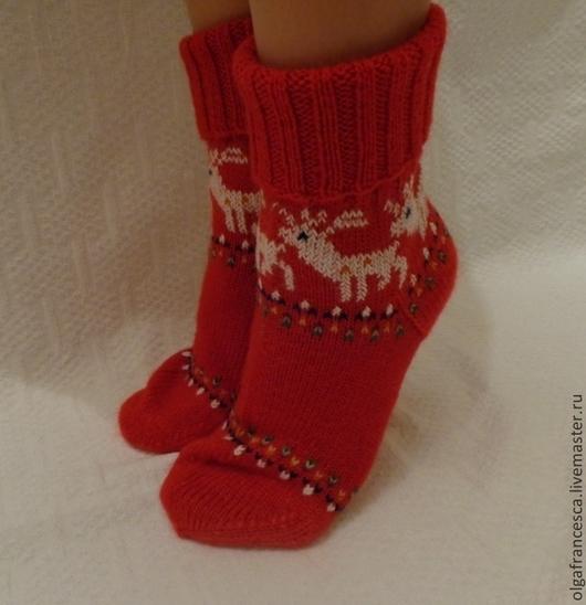 Носки, чулки ручной работы. Носки вязаные. Носочки вязаные ` Jingle Bells` из коллекции «Подарки». Olgafrancesca . Ярмарка мастеров.