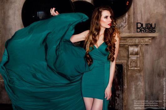 Платья ручной работы. Ярмарка Мастеров - ручная работа. Купить Платье со вшитым шлейфом изумруд. Handmade. Тёмно-зелёный