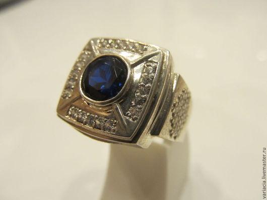 Кольца ручной работы. Ярмарка Мастеров - ручная работа. Купить Перстень-печатка мужской с синей шпинелью и цирконами в серебре. Handmade.