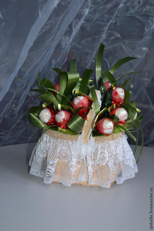 Букеты ручной работы. Ярмарка Мастеров - ручная работа. Купить букет конфет  Ягодное лукошко подарок на день рождения, 8 марта, маме. Handmade.