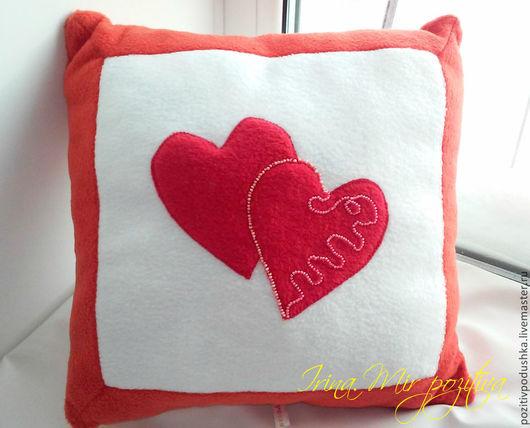 Подушка с сердцами. Подарок на День Святого Валентина