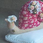 Куклы и игрушки ручной работы. Ярмарка Мастеров - ручная работа Улитка Тильда на подушке). Handmade.