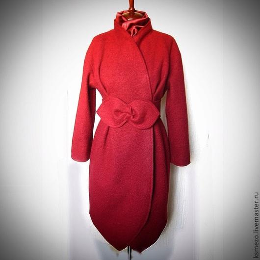 """Верхняя одежда ручной работы. Ярмарка Мастеров - ручная работа. Купить Пальто демисезонное """"Бутон"""" на подкладке с поясом-лепестками. Красное. Handmade."""