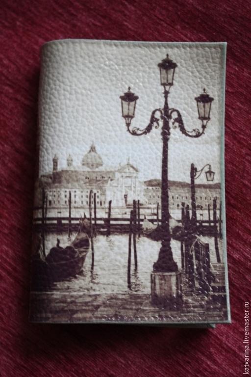 """Обложки ручной работы. Ярмарка Мастеров - ручная работа. Купить Обложка на паспорт """"Набережная Венеции"""". Handmade. Серый, краски акриловые"""