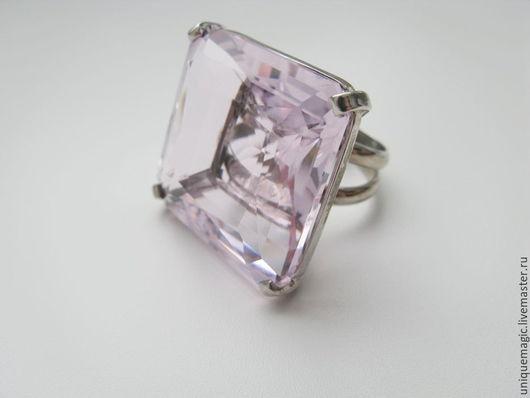 Невероятной красоты, чистый, прозрачный розовый топаз 104.01  Carat  в роскошном стильном кольце!