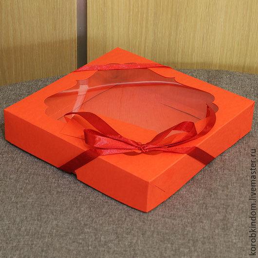 Упаковка ручной работы. Ярмарка Мастеров - ручная работа. Купить 20х20х4 - коробка крышка-дно красная с окном, шнуром и бирочкой. Handmade.
