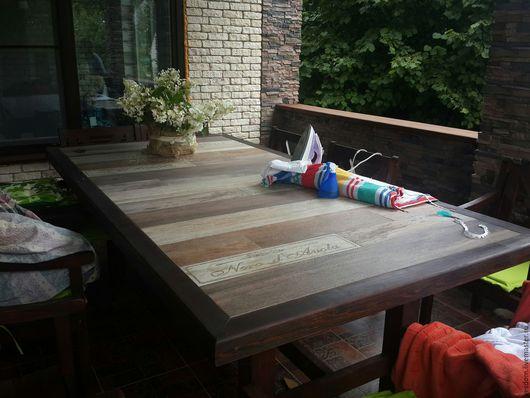 Добротный красивый и очень тяжёлый стол, который может служить круглый год под открытым небом