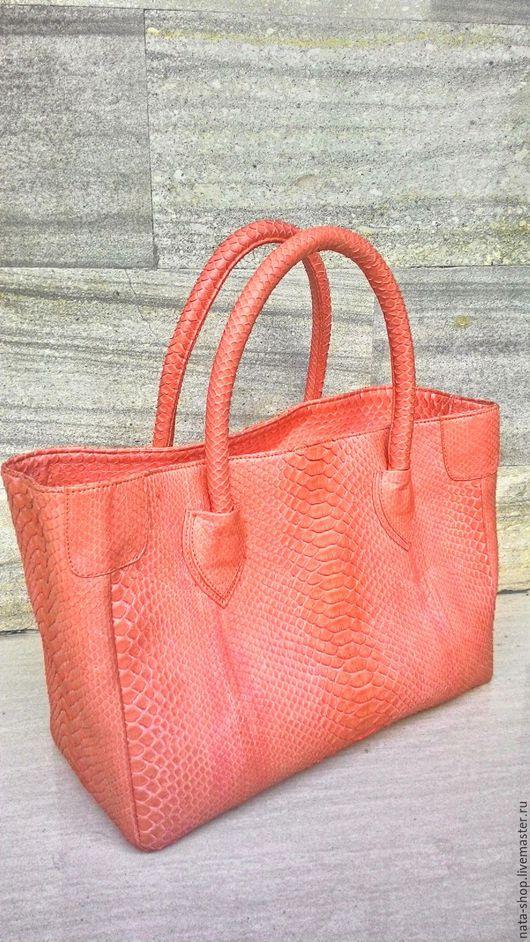 Женские сумки ручной работы. Ярмарка Мастеров - ручная работа. Купить сумка  из питона коралл. Handmade. Коралловый, сумка женская