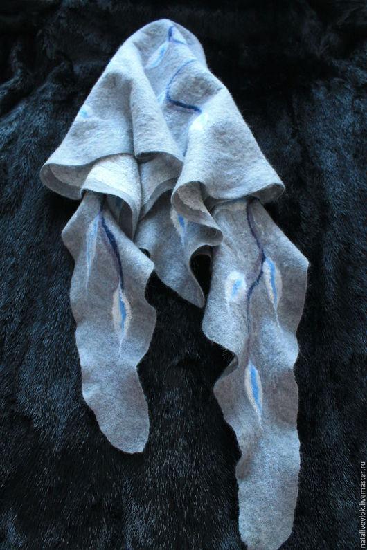 Шарфы и шарфики ручной работы. Ярмарка Мастеров - ручная работа. Купить Валяный шарф- бактус СЕРЕБРИСТЫЙ ТУМАН. Handmade. Серый