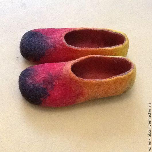 Обувь ручной работы. Ярмарка Мастеров - ручная работа. Купить Тапочки валянные цветные. Handmade. Комбинированный, тапочки из шерсти, подарок