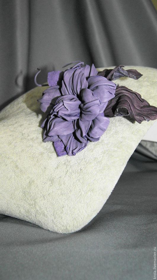 """Броши ручной работы. Ярмарка Мастеров - ручная работа. Купить Брошь из кожи """"Сиреневый сон"""". Handmade. Сиреневый, цветок из кожи"""