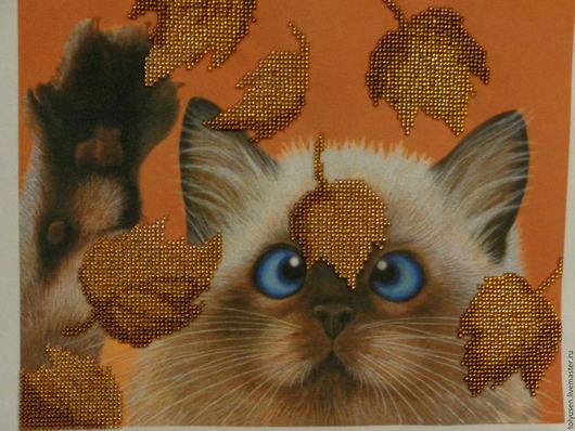 """Животные ручной работы. Ярмарка Мастеров - ручная работа. Купить Вышитая картина""""Котенок в листьях"""". Handmade. Котик, листья, осень"""