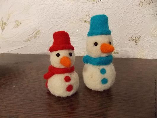 Новый год 2017 ручной работы. Ярмарка Мастеров - ручная работа. Купить Валяный снеговик! или просто игрушка! Кулон, брелок, брошь...и много. Handmade.