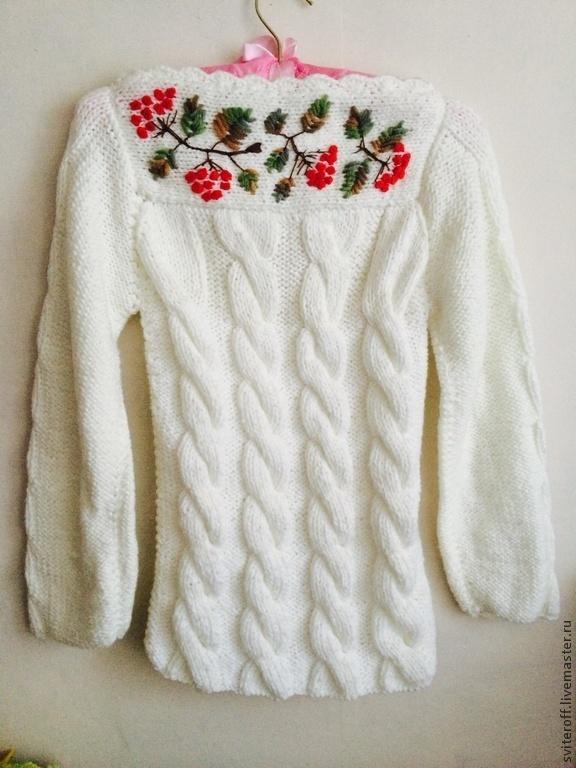 Вышивка на белом свитере